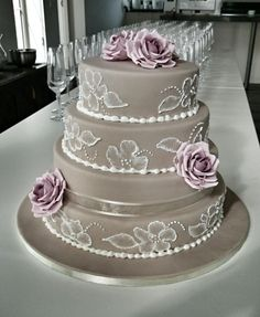 "I love this ""lace"" effect. Weddingcake in beige, with roses and brush embroidery leaves"