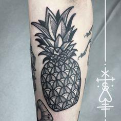 for rebekkas patchwork sleeve, thanks girl! #pineapple #ananas #bold #dotwork #blackwork  #herzdame #taetowierungen #ink #berlin #erntezeit #tilldthtattoo #tilldth