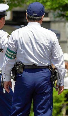 ふっくらしたお尻が可愛い、中年警察官さんの後ろ姿。 Police Cops, Jason Statham, Japanese Men, Sexy Men, Guys, Jackets, Fashion, Down Jackets, Moda