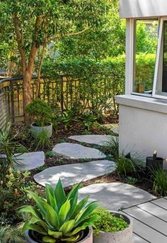 All Decked Out: An amazing outdoor makeover Backyard Paradise, Granny Flat, Around The Corner, Garden Inspiration, Stepping Stones, Home And Garden, Landscape, Building, Amazing