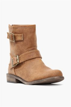 Camel Colored Leather Ankle Boots with Straps Look Fashion, Fashion Shoes, Womens Fashion, Crazy Shoes, Me Too Shoes, Cute Boots, Bearpaw Boots, Autumn Winter Fashion, What To Wear