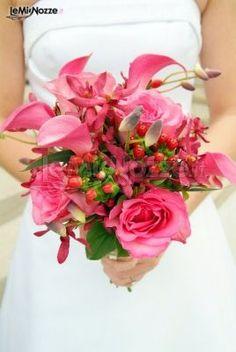 http://www.lemienozze.it/gallerie/foto-bouquet-sposa/img1435.html Bouquet sposa sui toni del fucsia