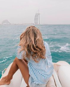 summer and beach style; blue stripy shirt – A La Gray summer and beach style; blue stripy shirt summer and beach style; Beach Waves, Beach Bum, Images Instagram, Instagram Quotes, Jogging, Image Mode, Summer Goals, Summer Photography, Looks Chic