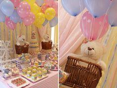 O tema da festinha de aniversário da Julia foi Parquinho das Ursinhas. A ideia foi da decoradora Fabiana Moura, que teve a inspiração em uma feira especial
