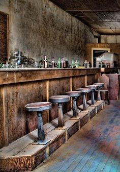 Like the Saloon look to the Bar stool base Western Saloon, Western Bar, Design Café, Deco Design, Interior Design, Cafe Restaurant, Restaurant Design, Chinese Restaurant, Abandoned Buildings