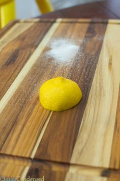 How to clean a cutting board / cleaning tips / wood cutting board / cleaning hacks / lemon Diy Cutting Board, Wood Cutting Boards, Butcher Block Cutting Board, Bamboo Cutting Board, Chopping Boards, Butcher Blocks, Cleaning Wood, Cleaning Hacks, Cleaning Recipes