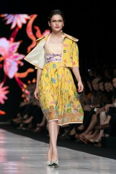 Jakarta Fashion Week 2014 – Edward Hutabarat – The Actual Style Batik Fashion, Ethnic Fashion, Womens Fashion, Jakarta Fashion Week, Traditional Fabric, Batik Dress, Kebaya, Contemporary Fashion, Dress To Impress