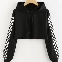 Black Checked Sleeve Cropped Hoodie (105 PEN) ❤ liked on Polyvore featuring tops, hoodies, hooded sweatshirt, hoodie top, checkered hoodie, crop top and checkered top