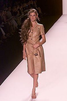 Michael Kors Collection Spring 2000 Ready-to-Wear Fashion Show - Angela Lindvall, Michael Kors Fashion Show, Fashion Outfits, Michael Kors Collection, Ready To Wear, Vogue, Shirt Dress, Spring, Coat, Model