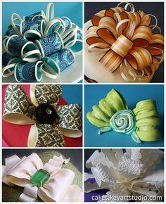 Gum paste/fondant bows by… Cake Decorating Techniques, Cake Decorating Tutorials, Fondant Cakes, Cupcake Cakes, Fondant Bow, Fondant Flowers, Sugar Flowers, Gateaux Cake, Gum Paste Flowers