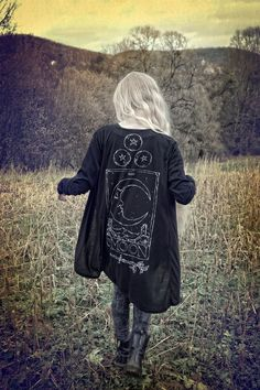 Kleidung DIY/Stitching black kimono coverup > hippie witch goth fashion > The Moon > tarot > fall st Fashion Mode, Fall Fashion Outfits, Mode Outfits, Dark Fashion, Gothic Fashion, Autumn Fashion, Latex Fashion, Emo Fashion, Steampunk Fashion