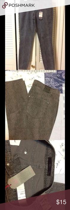 "MATERIAL GIRL SKINNY BROWN/ BLACK SNAKE PRINT MATERIAL GIRL SKINNY BROWN/ BLACK SNAKE PRINT. 98% COTTON/ 2% SPANDEX. (NWT) 31"" length Material Girl Jeans"