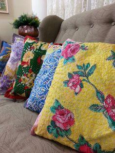 Almofadas bordadas.