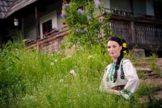 Valentin Roman: Costumul popular a devenit uniformă şcolară într-u...