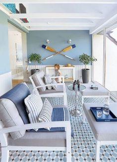 Salones decorados en azul -24 Fotos de salones azules Beach Cottage Style, Beach Cottage Decor, Coastal Cottage, Coastal Style, Coastal Decor, Beach Apartment Decor, Modern Coastal, Nautical Home Decorating, Decorating Tips