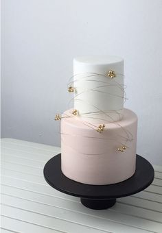 12 Places to Get Bespoke Wedding Cakes in Singapore - Wedding - Torten İdeen Beautiful Wedding Cakes, Gorgeous Cakes, Pretty Cakes, Amazing Cakes, Rodjendanske Torte, Cupcakes Decorados, Bolo Cake, Gateaux Cake, Elegant Cakes