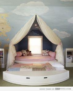 Une chambre digne d'un compte de fée. Et avec un lit tiroir pour inviter les copines !