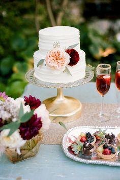 Elegant plum wedding inspiration   Photo by Jenna Henderson   Read more -  http://www.100layercake.com/blog/wp-content/uploads/2015/04/elegant-plum-wedding-inspiration