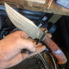 Ben Seward knives Hunting Equipment, Handmade Knives, Custom Knives, Survival Knife, Knives And Swords, Folding Knives, Damascus Steel, Knife Making, Blacksmithing