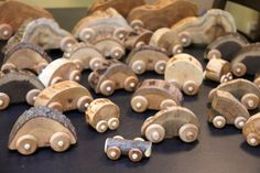Natural toy cars by Jessie Hirt of The Woodlot - Fetziges 4 . Holzspielzeug , How cute! Natural toy cars by Jessie Hirt of The Woodlot - Fetziges 4 . Natural toy cars by Jessie Hirt of The Woodlot -. Wooden Crafts, Diy And Crafts, Crafts For Kids, Ideias Diy, Homemade Toys, Nature Crafts, Wood Toys, Diy Toys, Creative
