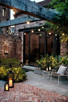 If you want to have a romantic outdoor space, plant your favorite plants on one side. Make them more gorgeous by throwing fairy lights. Have different sizes of candles to improve the overall look. Keep the furniture simple by using wrought iron chairs. Cheap Landscaping Ideas, Backyard Landscaping, Backyard Pools, Landscaping Design, Backyard Ideas, Garden Floor, Balcony Garden, Courtyard Gardens, Patio Gardens