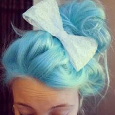 I love brightly colored hair! Maybe one day I will have to guts to do it myself...