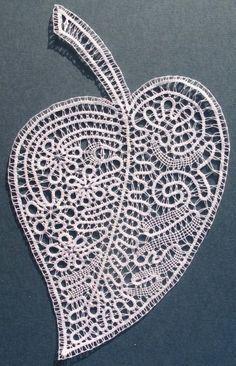 list (caka, da bo enega lepega dne vsit v zaveso) Fabric Stiffener, Bobbin Lacemaking, Types Of Lace, Bobbin Lace Patterns, Lace Heart, Point Lace, Lace Jewelry, Freeform Crochet, Lace Making