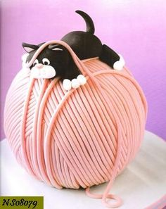"""Perfect cake for the cat lover"" ? Really? What I noticed was the yarn...previous pinner wrote: me? I'm smiling because that's what I noticed too LOL"