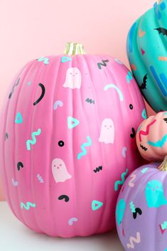 100 No Carve Pumpkin Decorating Ideas. The best pumpkin painting ideas for Halloween and fall no carving required! Spooky Halloween, Diy Halloween Decorations, Halloween 2020, Holidays Halloween, Halloween Pumpkins, Halloween Crafts, Happy Halloween, Halloween Party, Halloween Makeup