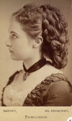 Le Far West, Interesting History, Vintage Photographs, Vintage Beauty, Old Photos, Girl Hairstyles, 1800s Hairstyles, Vintage Hairstyles, Weird