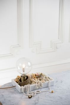 watt & VEKE Bordslampa Tracy marble
