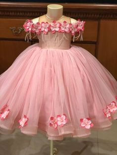 68 ideas baby dress fashion robes for 2019 Kids Party Frocks, Baby Frocks Party Wear, Baby Girl Party Dresses, Little Girl Dresses, Flower Girl Dresses, Girls Frock Design, Baby Dress Design, Kids Frocks Design, Baby Frocks Designs
