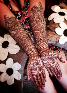 I like the forearm-part of this pattern. Now taking henna Bookings for 2014/15 www.MendhiHenna.com   Instagram MendhiHenna www.facebook.com/MendhiHennabridalparties