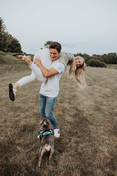 I love how Clayre + Mike matched with white top / bottoms and how cute is their pup Sadie!!