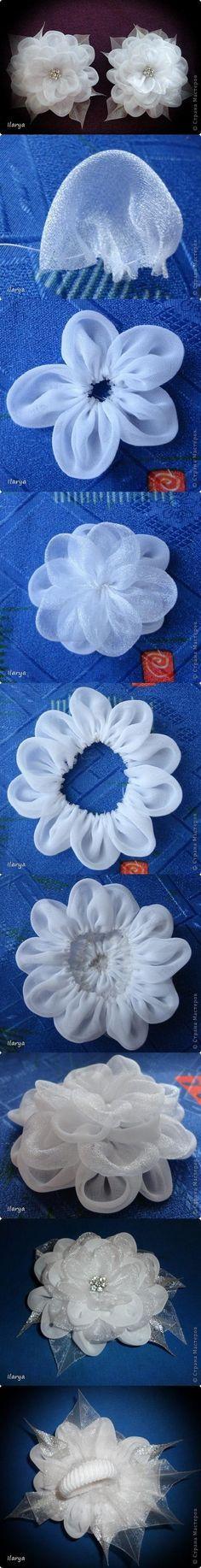 Flor de tul y raso para horquillas de comunión