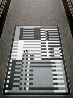 floor pattern When Albers Met Saarinen: Alexander Gorlin Reimagines an Eero Saarinen Landmark Eero Saarinen, Blue Palette, Josef Albers, Adaptive Reuse, Santiago Calatrava, Small Sculptures, Alvar Aalto, Contemporary Office, Arquitetura