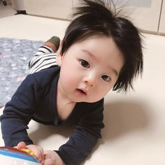 Image may contain: 1 person, indoor Cute Asian Babies, Korean Babies, Asian Kids, Cute Babies, Cute Baby Boy, Cute Little Baby, Little Babies, Baby Kids, Cute Baby Pictures