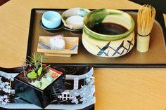 フォトジェニックな和スイーツが数多く存在する京都。そんな京都嵐山で新たに登場したとあるスイーツが話題になっています。渡月橋の目の前にある足湯併設のカフェ「嵐山温泉 和cafeひゅーめ」が提供する「ガーデンプリン」です。SNSについついアップしたくなる、食べるのが惜しくなる箱庭のようなプリンをご紹介します。
