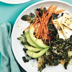This miso couscous tofu bowl is topped with avocado and carrots. But be warned: the miso-maple dressing is addictive! Tofu Dinner Recipes, Best Tofu Recipes, Summer Recipes, Vegetarian Recipes, Lunch Recipes, Chatelaine Recipes, Easy Summer Dinners, Avocado, Salads