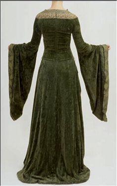 Eowyn's green gown (LOTR: TTT)