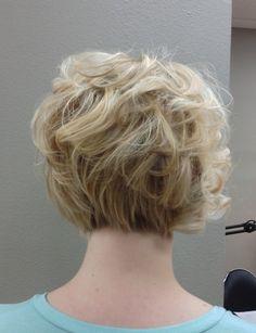 Curly Bob cortes de cabelo Voltar Ver: Mulheres curto penteados para o Trabalho