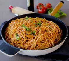 Spaghetti i krämig tomatsås- Middag på 30 min - ZEINAS KITCHEN Keto Chili Recipe, Zeina, Vegan Meal Prep, Vegan Kitchen, Cheap Meals, Lunches And Dinners, Healthy Dinner Recipes, Pasta Recipes, Food Inspiration