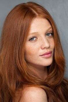 Natural Redhead Models - Red hair is GORGEOUS so if you've got it, flaunt it. Both hair & make up would be great for work. Cintia Dicker, Beautiful Red Hair, Beautiful Redhead, Red Hair Woman, Front Hair Styles, Hair Front, Redhead Models, Long Red Hair, Natural Redhead