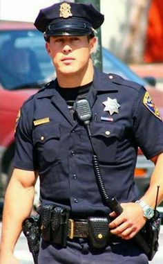 This Dude Might Be the Hottest Police Officer in San Francisco, or Possibly the Entire Country Hot Cop of Castro Cop Uniform, Police Uniforms, Men In Uniform, Police Officer Costume, Armadura Ninja, Robin Hood, Hot Cops, Military Men, Military Force