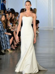Model walks the runway at Oscar De La Renta Bridal Spring/Summer 2017 Runway Show at Oscar de la Renta Boutique on April 2016 in New York City. Get premium, high resolution news photos at Getty Images Spring 2017 Wedding Dresses, Wedding Gowns, Fashion 2017, High Fashion, Strapless Dress Formal, Formal Dresses, Bridal, Runway, Spring Summer