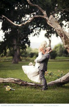Romantic outdoor wedding shoot | Photography: Moira West