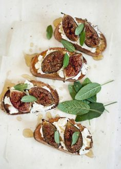 Sweet Crostini With Goat's Curd, Figs And Honey