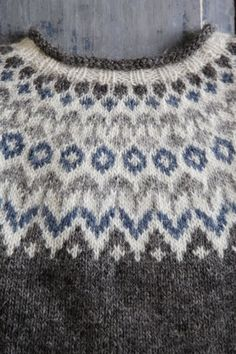 Beginner Knitting Patterns, Fair Isle Knitting Patterns, Sweater Knitting Patterns, Knitting For Beginners, Knitting Stitches, Knitting Designs, Knitting Projects, Girls Sweaters, Vintage Sweaters