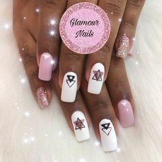 Glamour Nails, Social, Beauty, Vestidos, Polish Nails, Ongles, Shiny Nails, Beauty Illustration