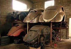 Splits and an Oval Dodge Polara, Jdm, Kdf Wagen, Vw Classic, Vw Vintage, Rusty Cars, Vw Cars, Abandoned Cars, Vw Volkswagen